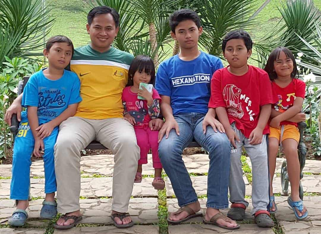 Muhammad Noer and his family