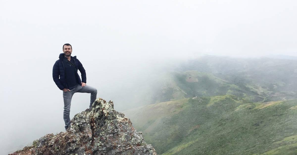 Yaro climbing foggy mountains in San Francisco